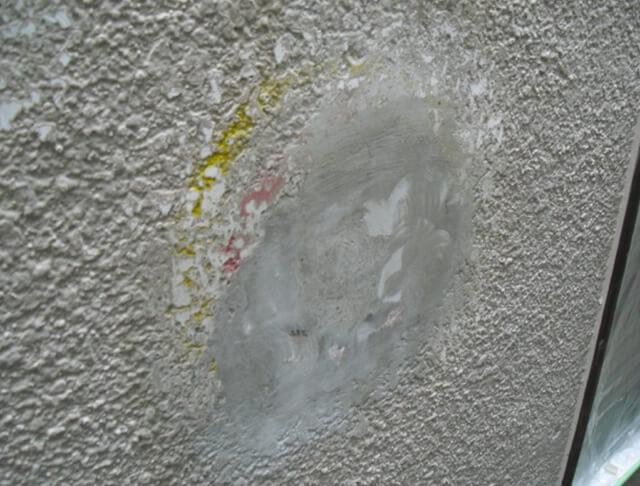 モルタル外壁補修跡