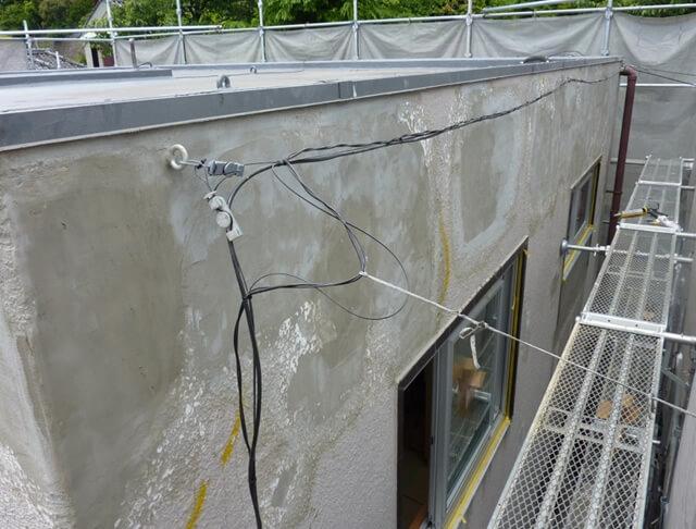モルタル外壁全面の補修跡