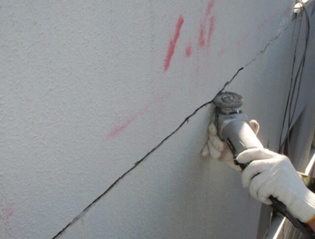 外壁クラック部のUカット