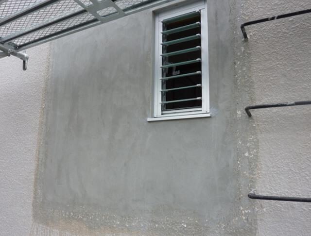 窓周りのモルタル補修後